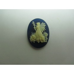 Cammeo Resina  Ovale  25x18 mm Fata con rose Ivory/Dark Blue 1 pz